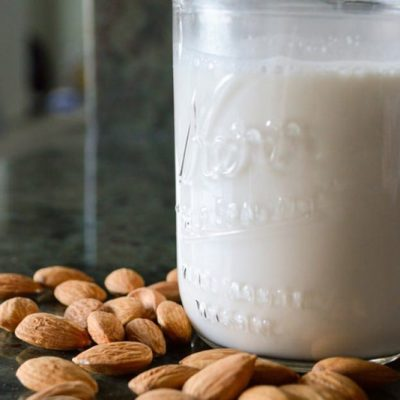 Homemade Almond Milk | stephgaudreau.com
