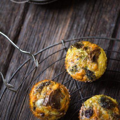 Paleo Pizza Egg Muffins | stephgaudreau.com
