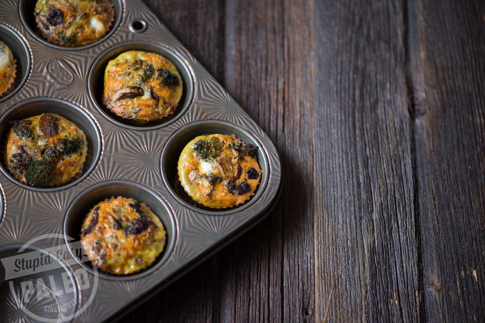 These delicious Paleo Pizza Egg Muffins have all the flavor of pizza without the gluten or dairy. Loaded with veggies & Whole30-friendly!   StupidEasyPaleo.com